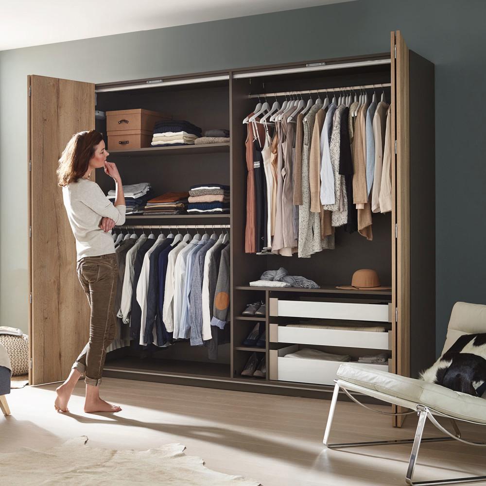 drzwi składane w szafie - zastosowanie
